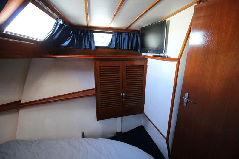 Master cabin (image 2)