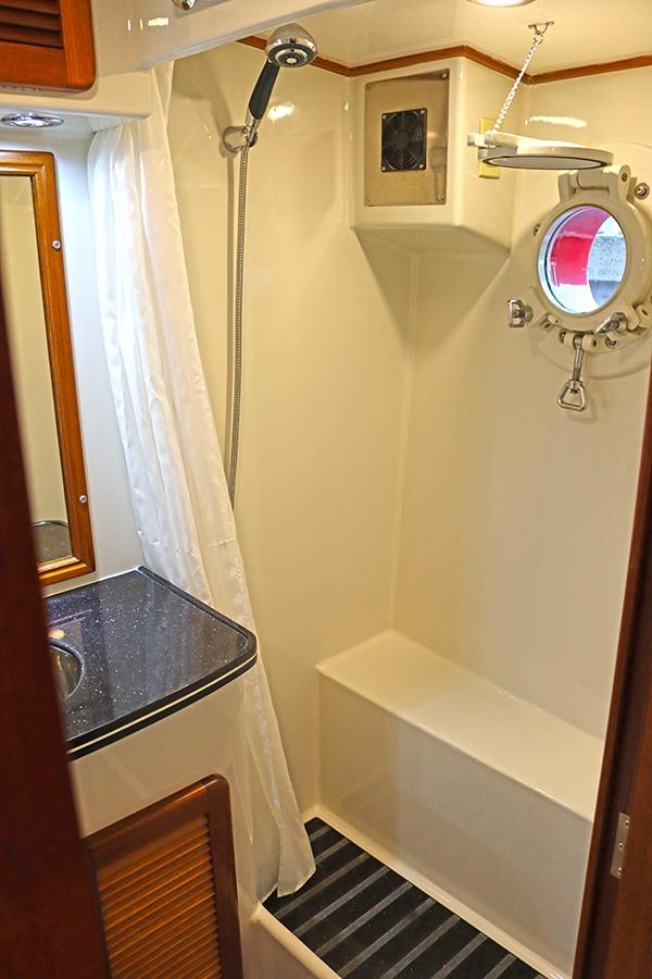Master-Cabin-bathroom-2